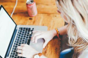 עריכה לשונית באנגלית – לבד או על ידי איש מקצוע?
